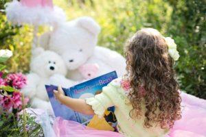 Djevojcica s knjigom