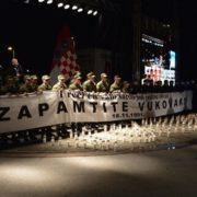 Svih devet kilometara Ulice grada Vukovara GRAĐANI OSVIJETLILI LAMPAŠIMA