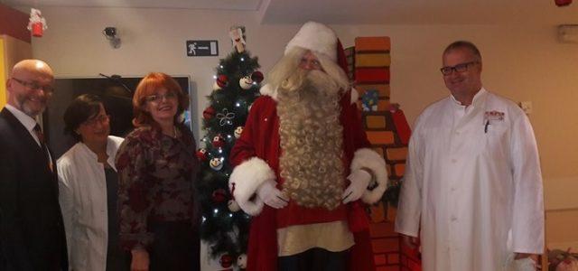 Djed Mraz iz Finske stigao u Zagreb, da razveseli malene pacijente u Klaićevoj