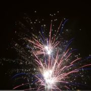 Uz PRLJAVO KAZALIŠTE, najveće hitove NOVIH FOSILA te uz vatromet u Novu godinu na otvorenom