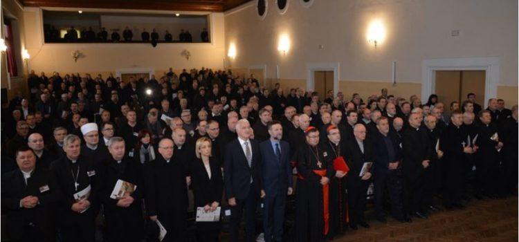 SVAĐAMO SE I PODMEĆEMO Dijalog i pomirenje nužni su hrvatskom društvu