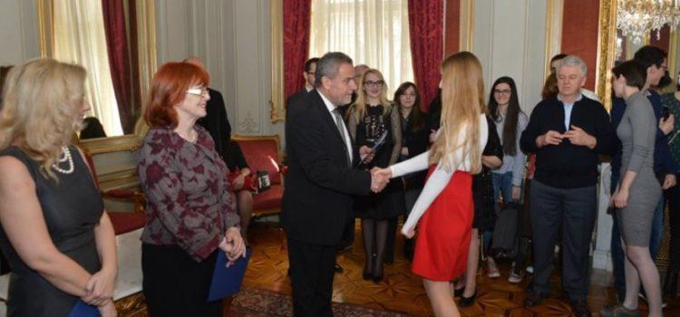 Grad Zagreb daje 186 stipendija najboljim učenicima, studentima i doktorantima