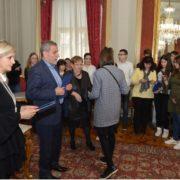 Grad Zagreb PLAĆA ŠKOLOVANJE učenicima i studentima slabijeg socijalnog statusa
