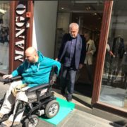 U centru grada postavljene kosine koje pomažu invalidnim osobama da uđu i izađu