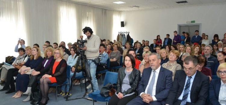Zagreb već ima VIŠE OD 2500 RODITELJA ODGAJATELJA, otvara se Gradski ured za demografiju