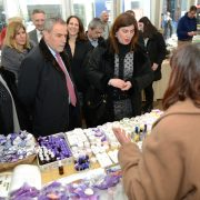 PREDUSKRŠNJI SAJAM: Vina, rakije, maslinova ulja, sirevi, te drugi hrvatski otočni proizvodi na Trgu