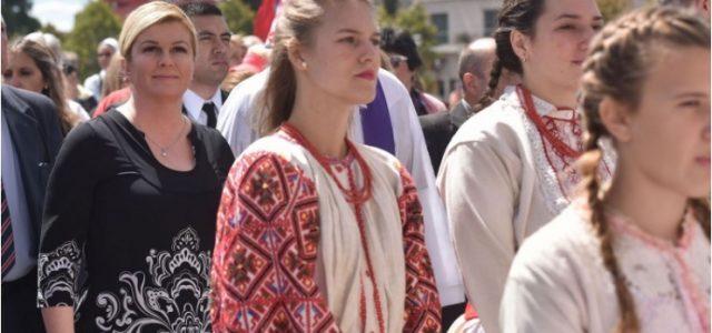 PREDSJEDNICA NA MISI s Hrvatima u Argentini: HRVATSKA UMIRE! Pomozite ju oživjeti!