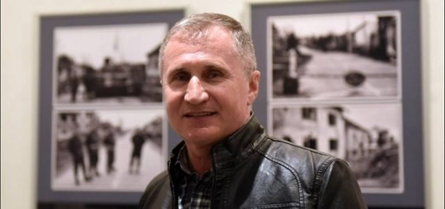 PRIZNANJE AUTORU: Stotine posjetitelja na otvorenju izložbe 'Ratni foto zapisi' NOVINARA MLADENA GENCA