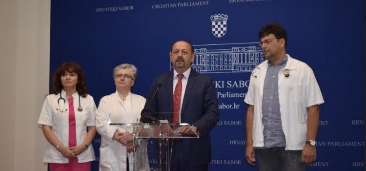 'Hrvatsko zdravstvo je teško bolesno, a stalno UPLITANJE POLITIKE i plaćanje njihovih uhljeba ga UBIJA'