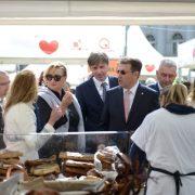 KUPUJMO HRVATSKO: Domaći sirevi, kuleni i druge delicije na Trgu bana Jelačića privlače strane turiste