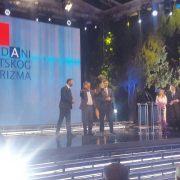 Grad Zagreb proglašen turističkom destinacijom godine, Bandiću nagradu uručio Plenković