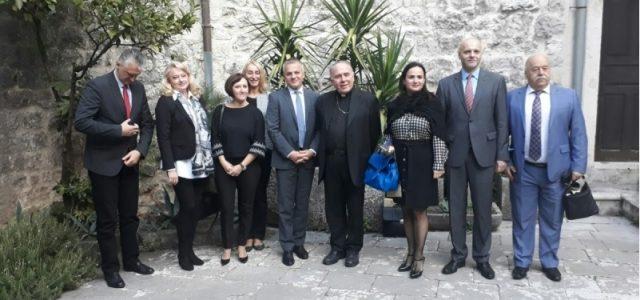 Zvonko Milas s predstavnicima hrvatske manjine u Boki kotorskoj i kod kotorskog biskupa Janjića