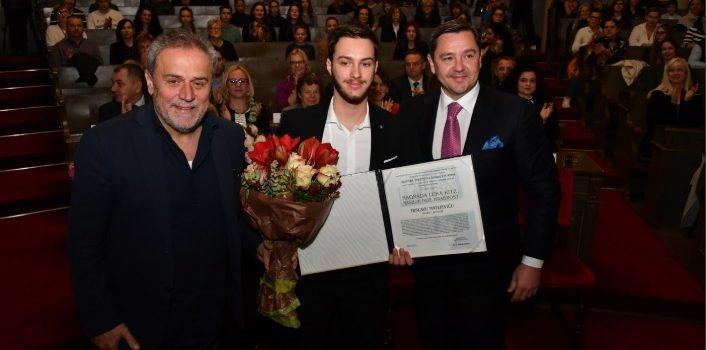 Učenici Tvrtko Šapina i Mislav Matijević dobili nagradu Luka Ritz – Nasilje nije hrabrost