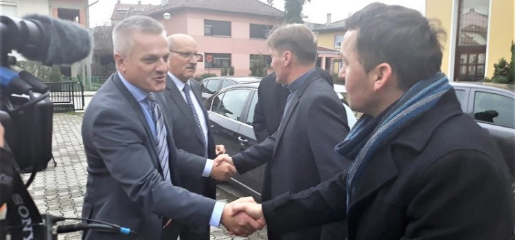 Hrvatima PRIJEDORA nužna obnova cesta, kuća i dovođenje STRUJE u sve domove u kojima žive