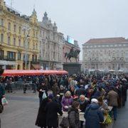 Gradonačelnik Bandić podijelio na Badnjak građanima blagdanski bakalar, uputio i Božićnu čestitku