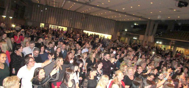 FOTO: Ličani zablistali punim sjajem na LIČKOJ VEČERI pred 1500 gostiju U NjEMAČKOJ