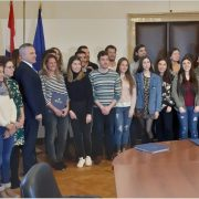 Objavljen Javni natječaj za dodjelu stipendija studentima pripadnicima hrvatskog naroda izvan RH