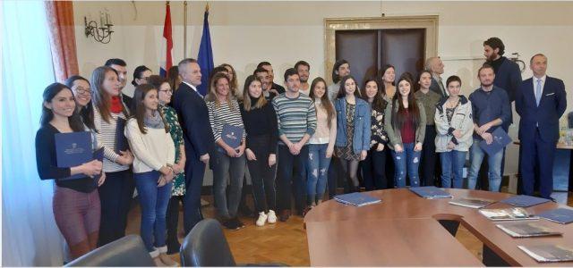 PROVJERITE LISTU: Objavljena Odluka o stipendijama studentima – pripadnicima hrvatskog naroda izvan RH