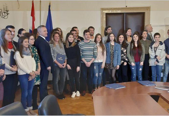 Središnji ured za Hrvate izvan RH objavio Odluku o dodjeli stipendija za učenje hrvatskog jezika u Hrvatskoj