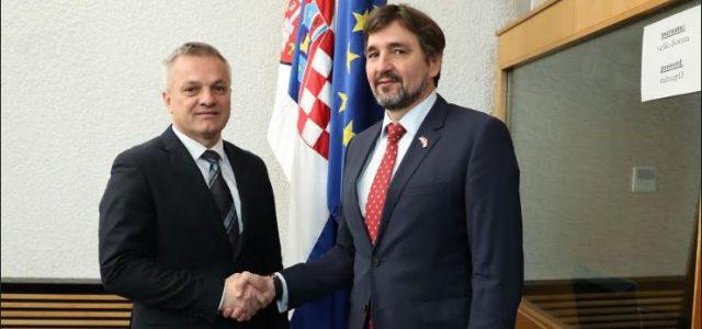 Hrvatska i Srbija zapele riješiti probleme manjina, Hrvati traže zastupljenost u tijelima vlasti, Srbi – ćirilicu
