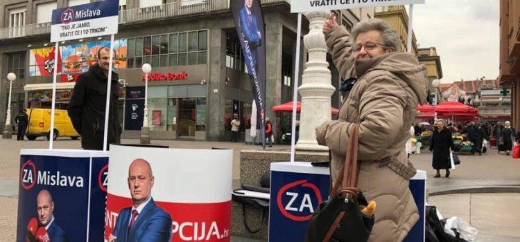 IDU PO TRI MANDATA?! U sat vremena na samo jednom štandu, Kolakušićeva je lista, tvrde, prikupila čak 250 potpisa