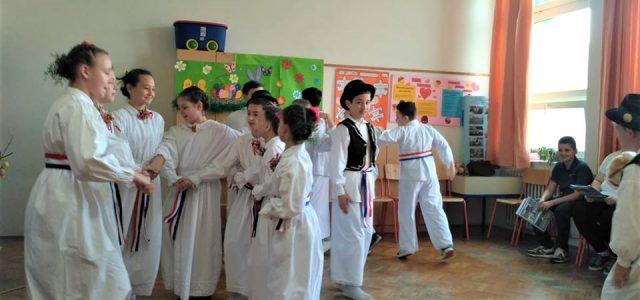 Predstavljajući razne načine obilježavanja Uskrsa, izravno se spojili učenici hrvatskog podrijetla u četiri države