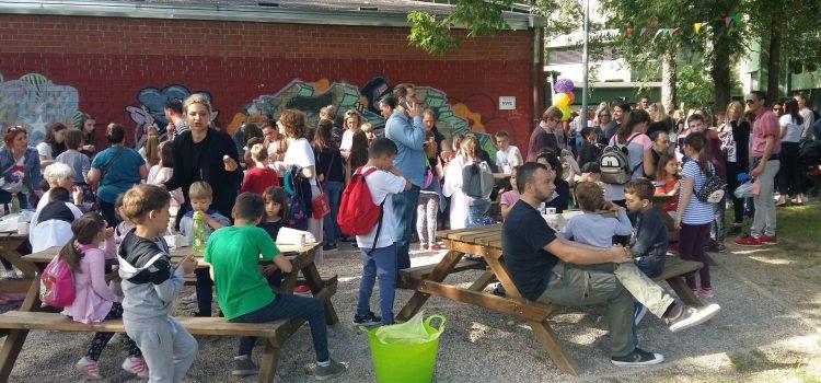 FESTIVAL U ŠKOLSKOM VRTU: Ugodno druženje učenika, roditelja i nastavnika uz brojne zabavne sadržaje
