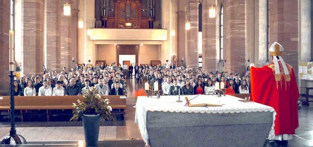 FOTO: Biskup Palić podijelio Svetu krizmu u Hanau, 1500 vjernika uveličalo veliku misijsku svečanost