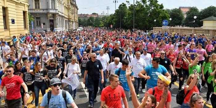 NORIJADA U ZAGREBU: Na Bundeku više tisuća mladih, jednom maturantu pozlilo već oko podne