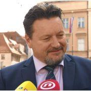 SPRDANJE S NARODOM: Kuščevića guraju u Odbor za zakonodavstvo, a ljudima poručuju: ISELITE VAN!