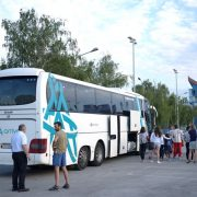 Djeca iz obitelji slabijeg imovinskog stanja otputovala na besplatno ljetovanje u Dugu Uvalu i Crikvenicu