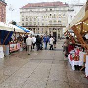 DANI SLAVONIJE U ZAGREBU: Udruga branitelja proizvođača nudi slavonske specijalitete i rukotvorine na Trgu