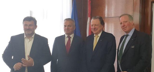 Milas s predsjednikom Hrvatsko-argentinske gospodarske komore i s klapom iz  Buenos Airesa