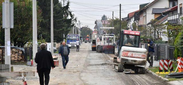 NOVI SUSTAV VODOOPSKRBE I ODVODNJE: Započeli radovi na sanaciji kolnika u Dulčićevoj u Sesvetama