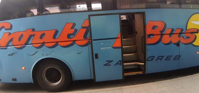 FOTO: Vozač PUŠI u vožnji, VIČE na putnike, PSUJE, debelo kasni; otkazuju linije bez objašnjena i isprike…!