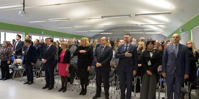 Status Hrvatskih studija je neupitan; prepoznatljivi su po proučavanju hrvatskog društva i povijesti