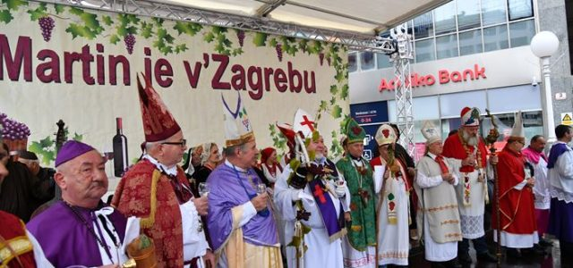 Martin je v Zagrebu: Vinari i vinogradari na Trgu bana Jelačića krstili mošt u vino
