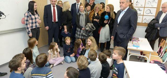 Otvorena novoizgrađena Osnovna škola Središće, rasteretiti će susjedne škole u Zapruđu