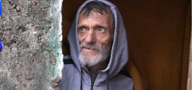 Od beskućnika koji želi u prihvatilište tražili da zahtjev podnese mailom?! Rasplakao se, nema internet