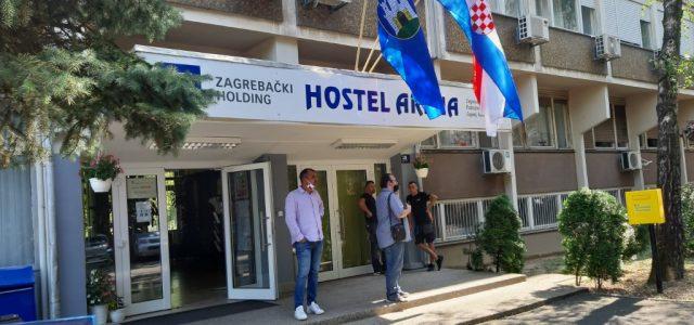 """""""U hostelu nam je stoput bolje nego u Cvjetnom; svi su ovdje ljubazni, a LJUDSKOST nam najviše i treba"""""""