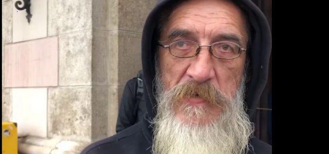 Nakon bankrota, svi su me napustili; smrdio sam, bježali su od mene, zato sada pomažem beskućnicima