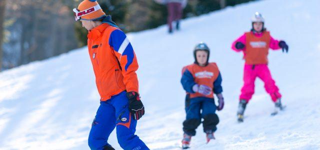 Krenulo skijanje na Sljemenu uz obavezne maske i ograničen broj ljudi; policija kontrolira poštivanje mjera