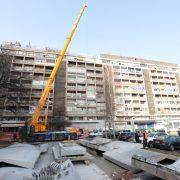 Uklonjena u potresu oštećena, 240 tona teška te opasna nadstrešnica na zgradi u Vukovarskoj