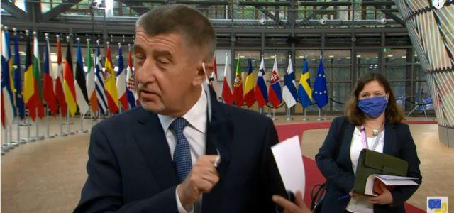 ISTINSKA DEMOKRACIJA Češki parlament srušio odluku vlade: UKIDA POLICIJSKI SAT i lockdown