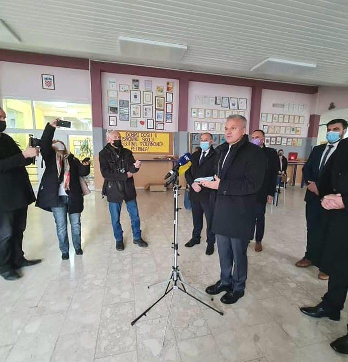 ZAJEDNIČKA POTPORA: I Hrvati iz BiH sudjeluju u obnovi osnovne škole u Petrinji