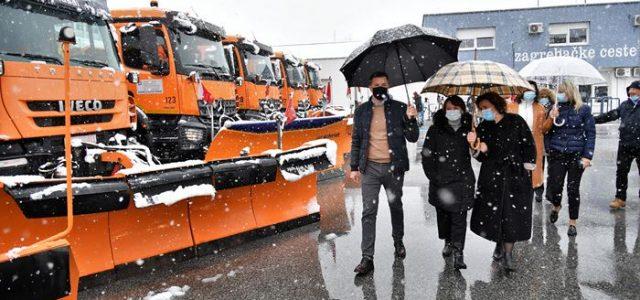 Očekuje nas led na pločniku; Zagrebačke ceste građanima besplatno dijele vreće soli